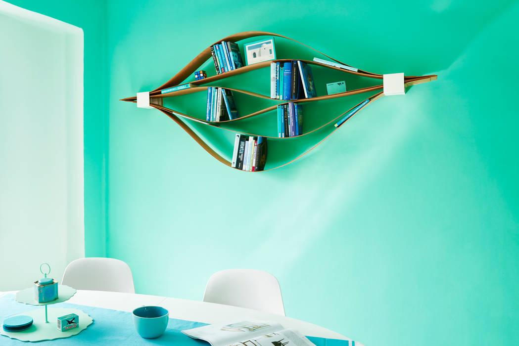 flexibles und nachhaltiges Wandregal aus Holz und Metall.:  Wohnzimmer von Neuvonfrisch - Möbel und Accessoires