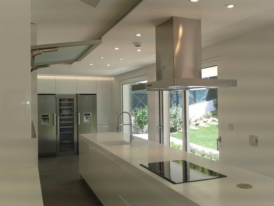 DIONI Home Design КухняШафи і полиці