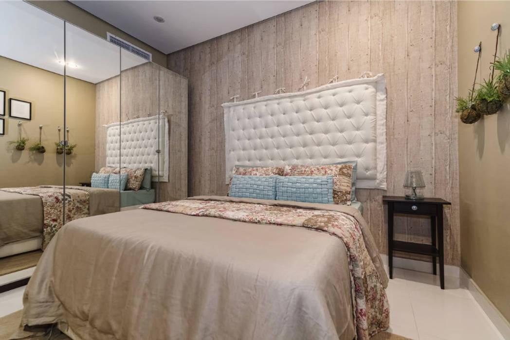 The Beige Bedroom:  Bedroom by Aorta the heart of art