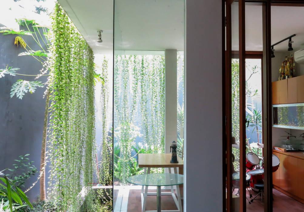Shared Ambience: Ruang Kerja oleh AIGI Architect + Associates, Asia Kayu Wood effect