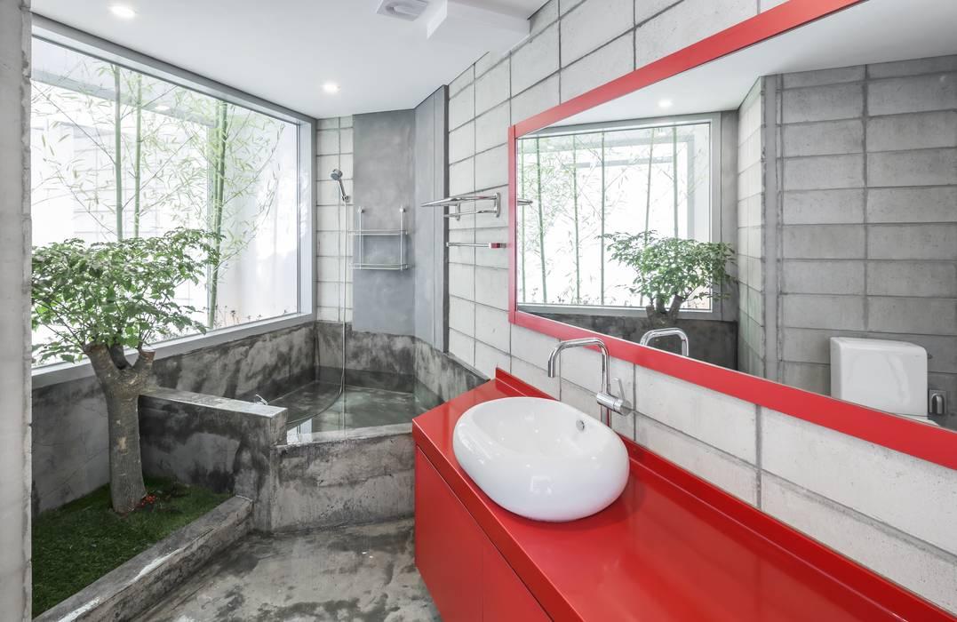 Bathroom by IROJE KIMHYOMAN, Modern
