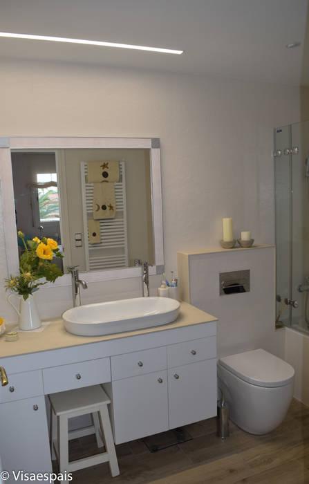 Vista general del baño: Baños de estilo  de Visaespais