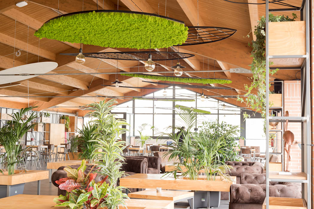 Il concept: integrazione tra natura e stile industriale Bar & Club in stile industrial di AbitoVerde Industrial Legno Effetto legno