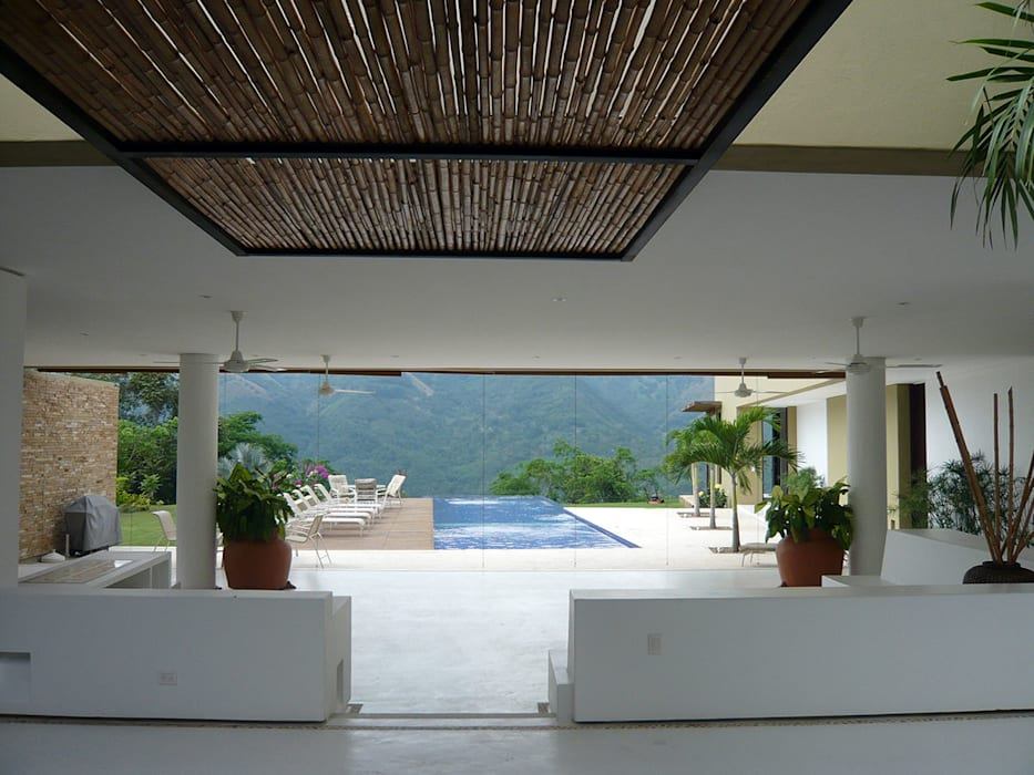 Tropical style pool by NOAH Proyectos SAS Tropical Bamboo Green