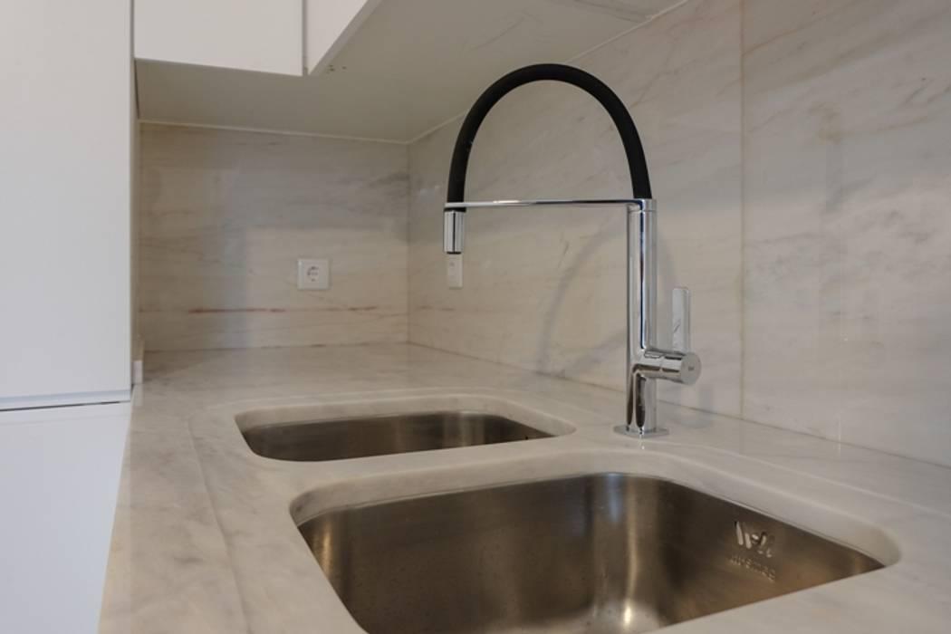 Apartamento T3 Amoreiras: Cozinhas  por EU LISBOA,Moderno