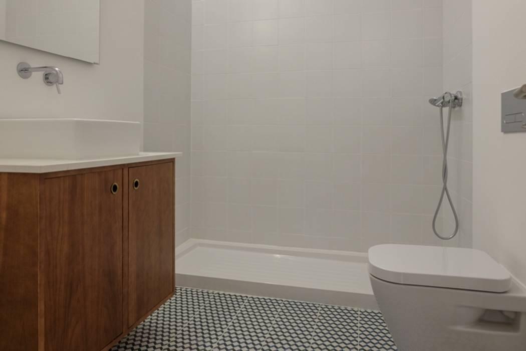 Apartamento T3 Amoreiras: Casas de banho  por EU LISBOA,Moderno