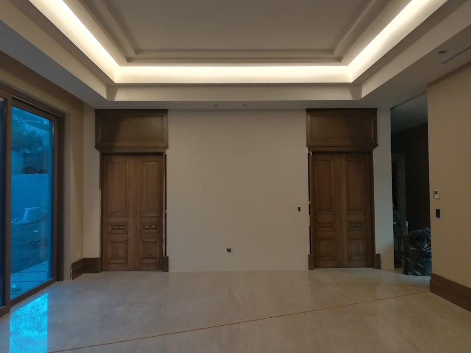 Colonial style media rooms by RMC Arquitectura Colonial