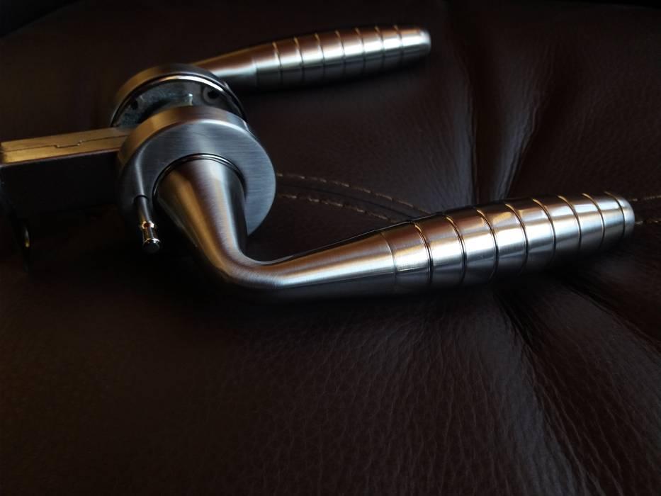 Cerradura de Manija modelo Ashico Mt Blanc: Puertas y ventanas de estilo  por Industrial de Cerraduras