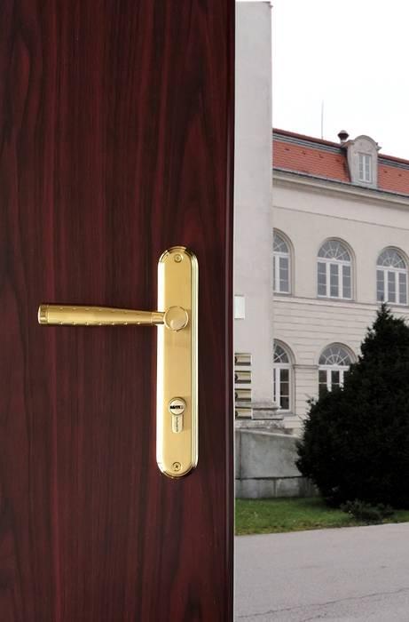 Modelo Avant: Puertas y ventanas de estilo  por Industrial de Cerraduras