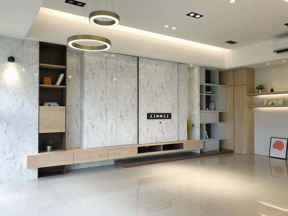 by 倢居室內設計 Modern Solid Wood Multicolored