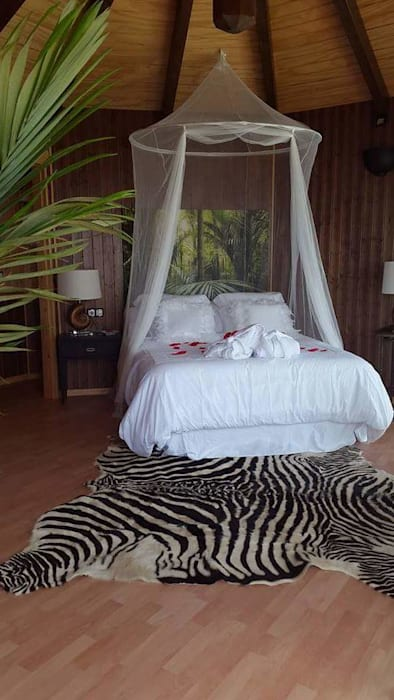 RESTAURANTE PURO ESTRECHO (ALGECIRAS): Dormitorios de estilo  de ESTRUCTURAS DE MADERAS RIGÓN, S.L.U.