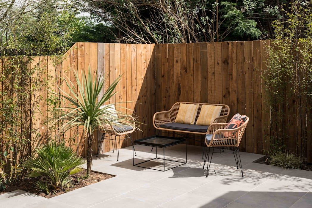 Designcubed Architects  - Refurbishment - Greenwich London:  Garden by Designcubed