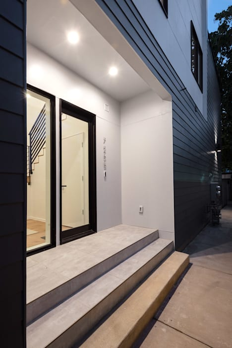 Modern style doors by KUBE Architecture Modern
