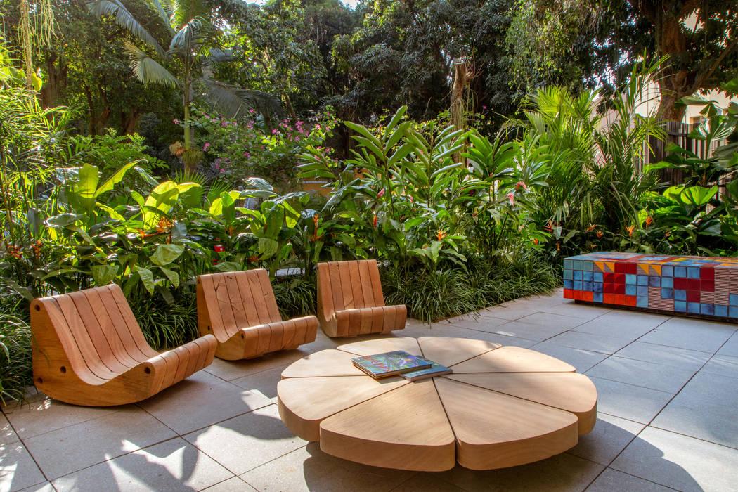Vườn phong cách hiện đại bởi Gisele Taranto Arquitetura Hiện đại