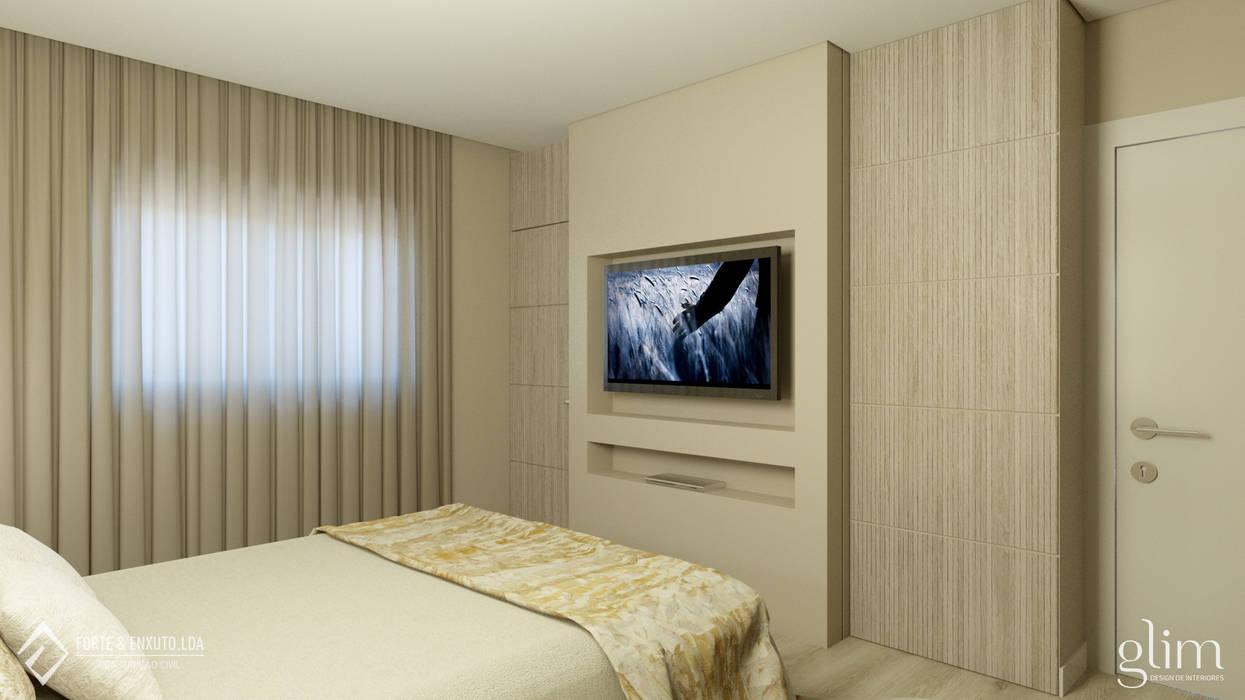 PAINEL PARA TV EM QUARTO por Glim - Design de Interiores Clássico