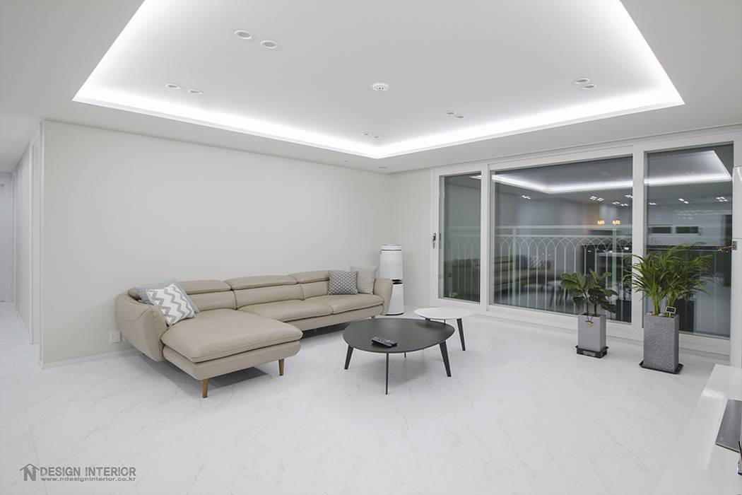 동탄인테리어 동탄역 시범 한화꿈에그린 아파트 신혼집 인테리어 by.n디자인인테리어: N디자인 인테리어의  거실