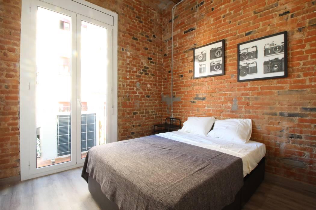 Home Staging: reforma e interiorismo: Dormitorios de estilo  de Home & Daniels, S.L.