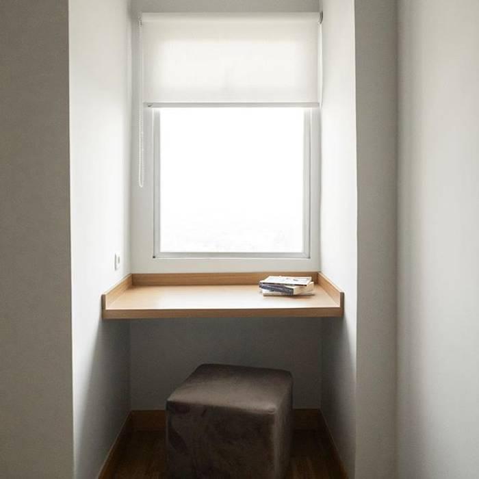 Meja Serbaguna: Ruang Kerja oleh FIANO INTERIOR, Minimalis