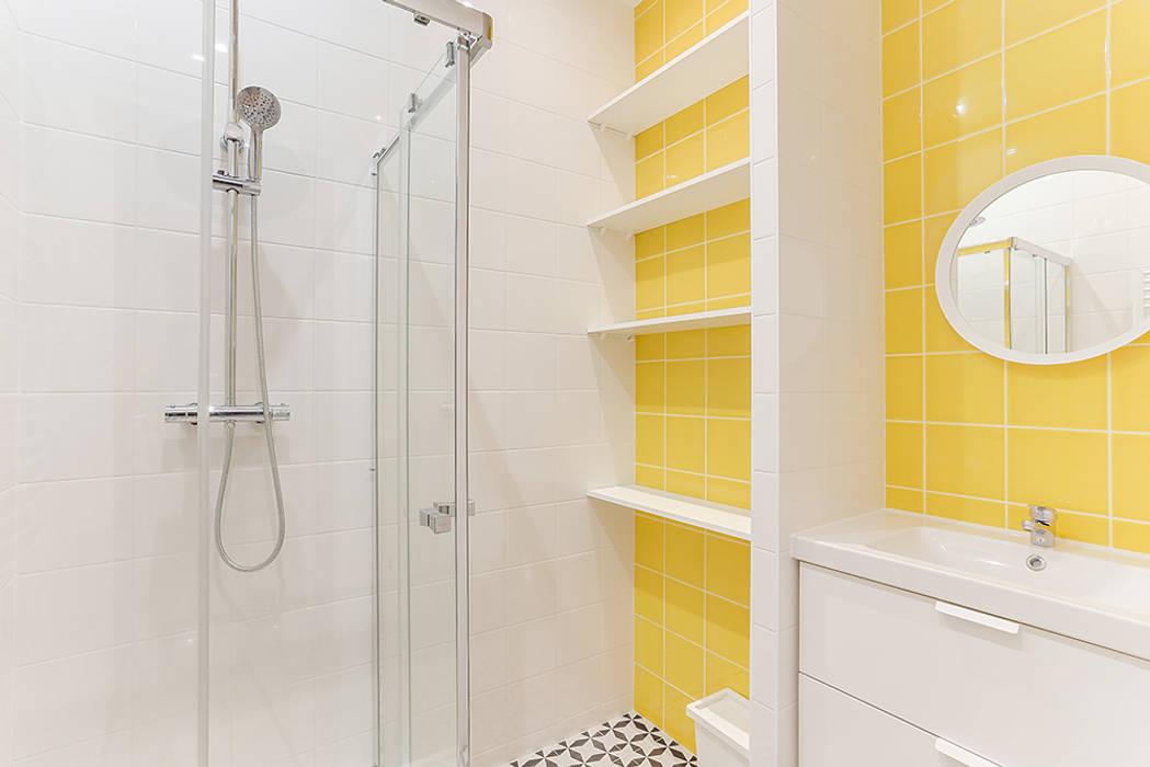 Salle de bain jaune: Salle de bains de style  par Lisa Bronsztejn, Architecture d'intérieur