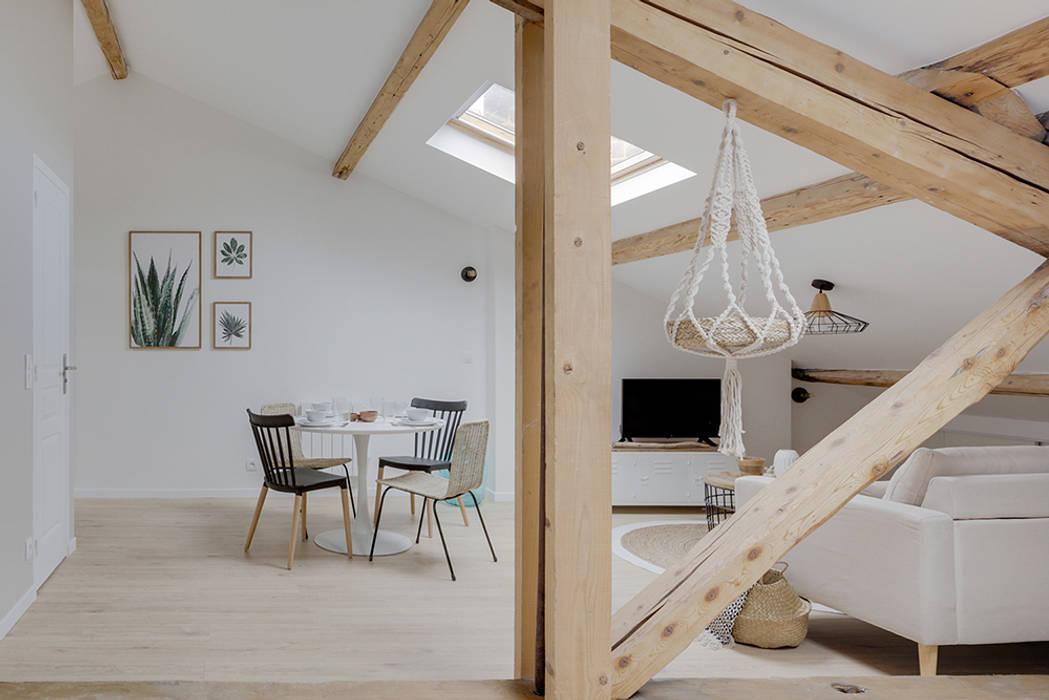 Combles aménagés, séjour: salon de style par lisa bronsztejn ...