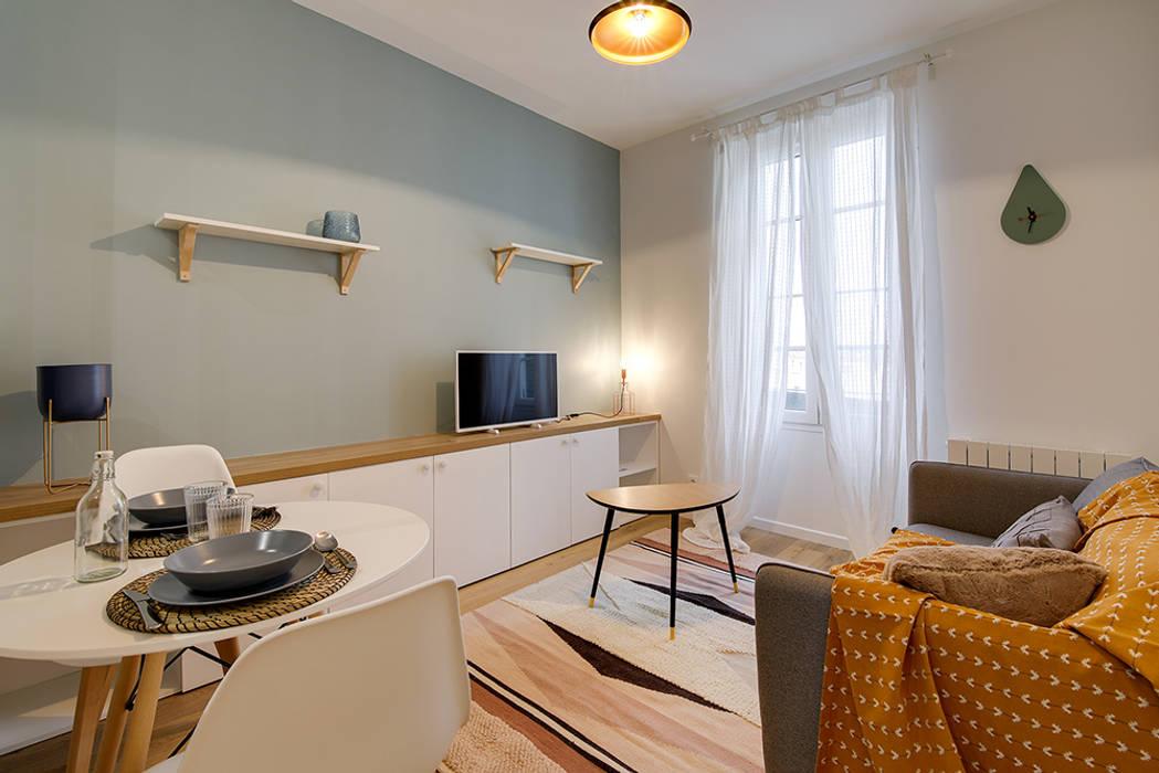 Séjour Avec Mur Bleu Scandinave Et Moderne Par Lisa Bronsztejn: Salon De  Style Par Lisa