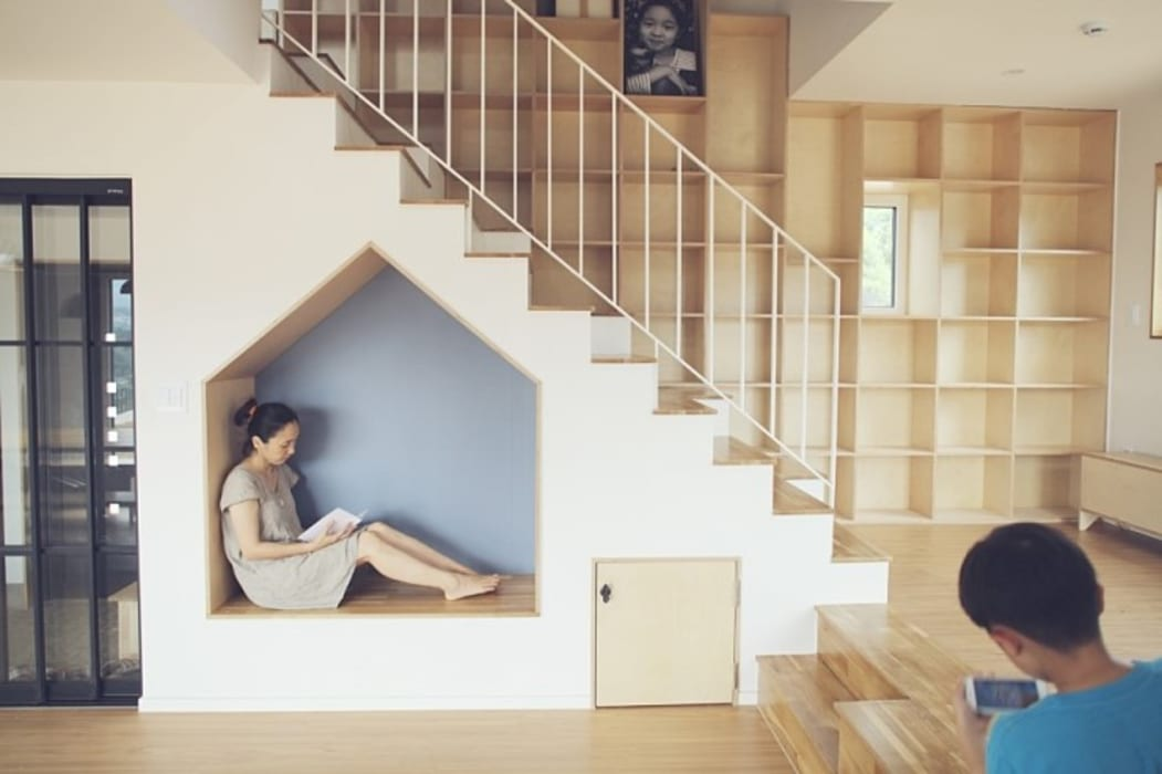 1층 계단 및 쉼터: 위드하임의  계단