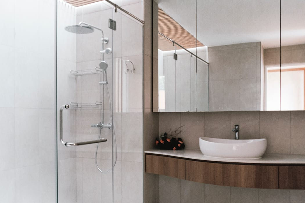 Terrace House at Greenridge Crescent:  Bathroom by Quen Architects