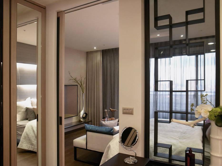Dormitorios modernos: Ideas, imágenes y decoración de 雅群空間設計 Moderno