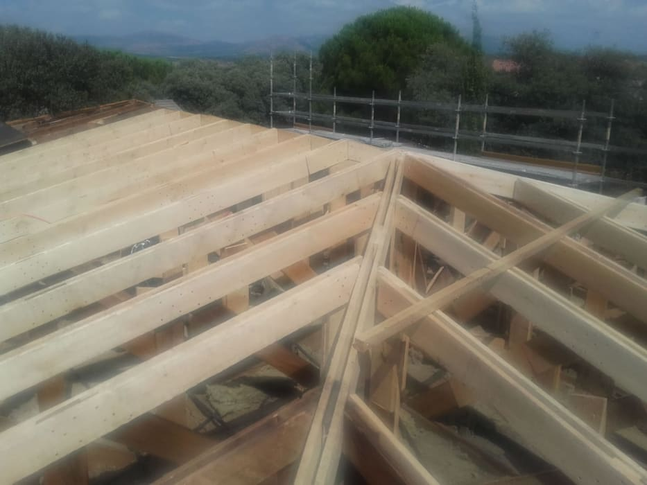 Reconstrucción de tejado en Valdemorillo: Azoteas de estilo  de Recasa  S.L.