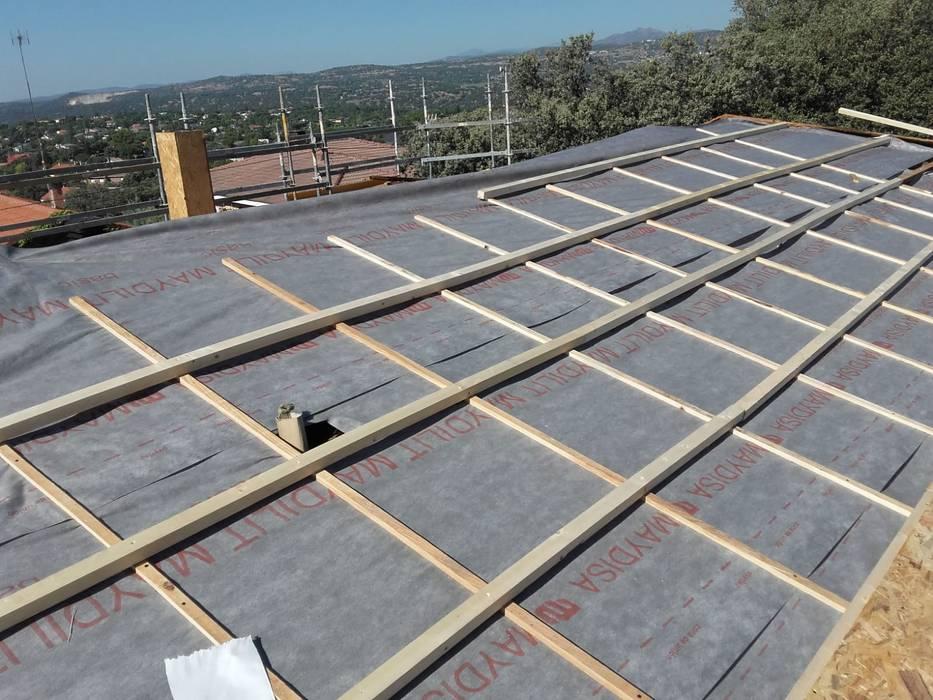 Atap gable oleh Recasa, reformas y rehabilitaciones en Marbella
