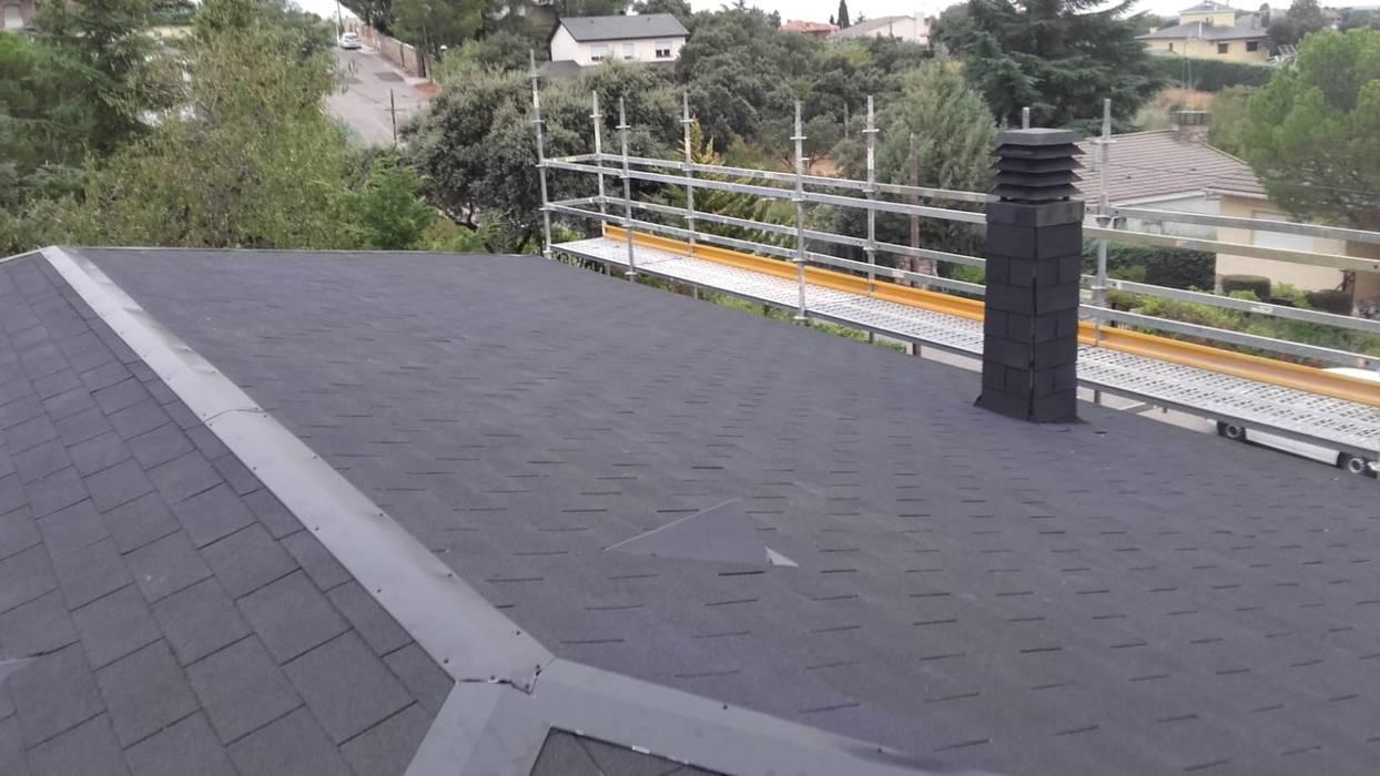 Reconstrucción de tejado en Valdemorillo: Tejados de estilo  de Recasa  S.L.