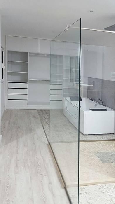 vestidor: Baños de estilo  de SP_Arquitectura