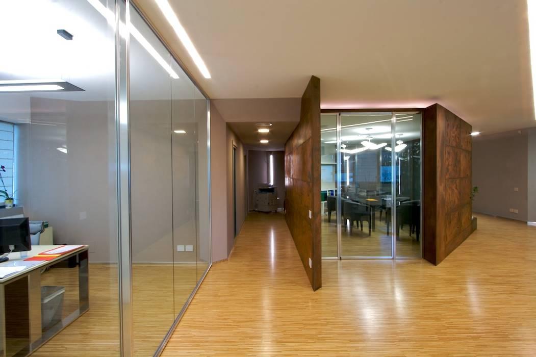 sala riunioni, snodo del progetto Complesso d'uffici moderni di Daniele Arcomano Moderno
