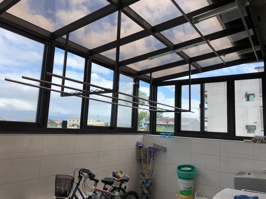 住宅:休:  車庫/遮陽棚 by 先勁室內裝修有限公司, 現代風