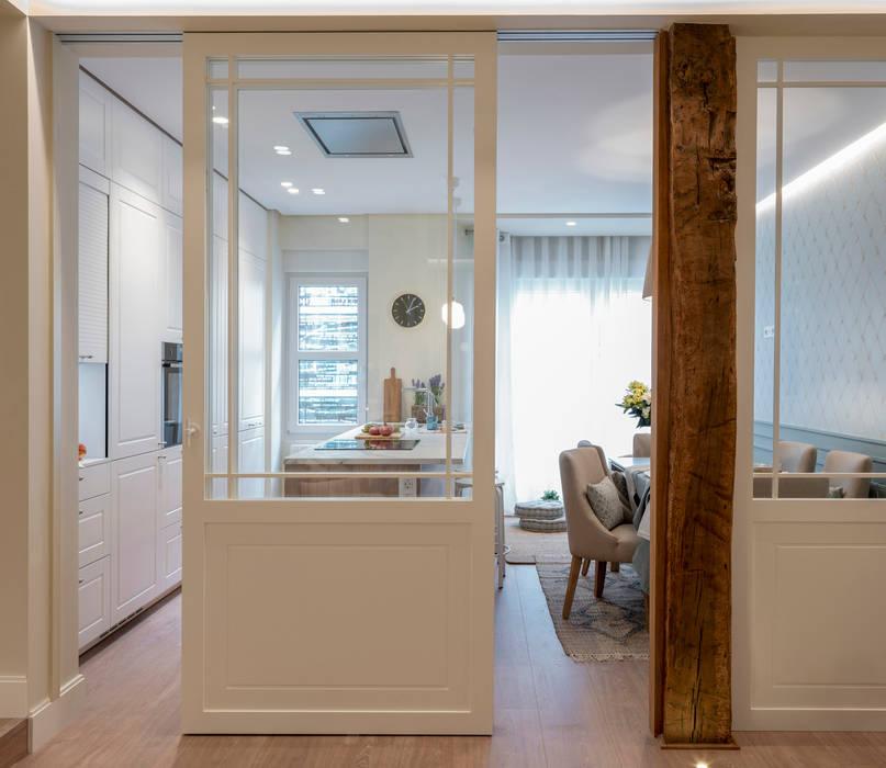 pintu geser oleh Sube Susaeta Interiorismo, Klasik Kaca