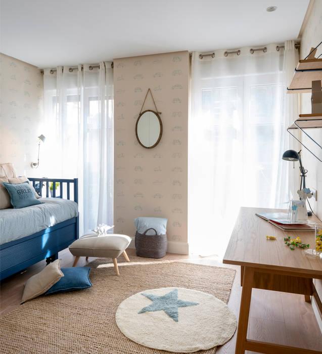 Dormitorio infantil y cuarto de baño azul en reforma integral de ...