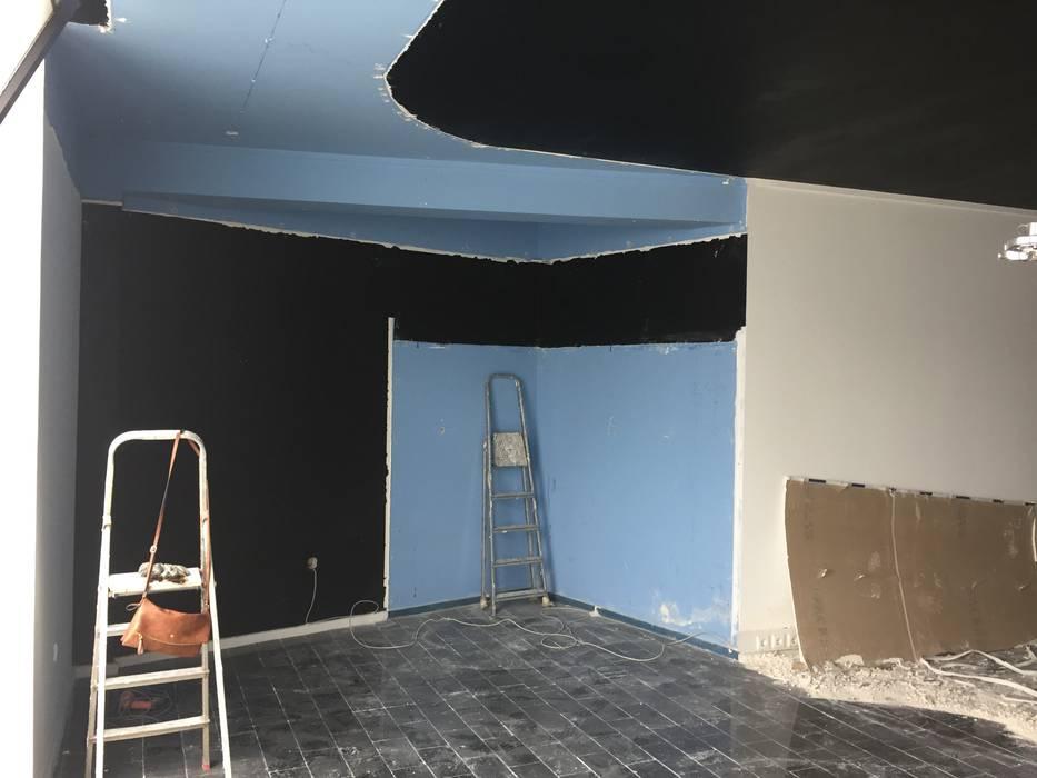 Obras em curso, demolições:   por Atelier Vyasa