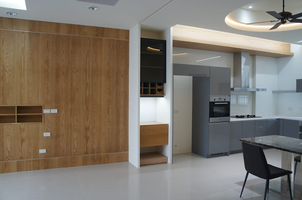 Small kitchens by houseda, Asian Wood Wood effect
