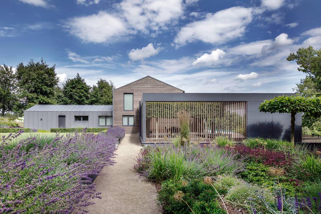 Farmer's House Modern garden by AR Design Studio Modern