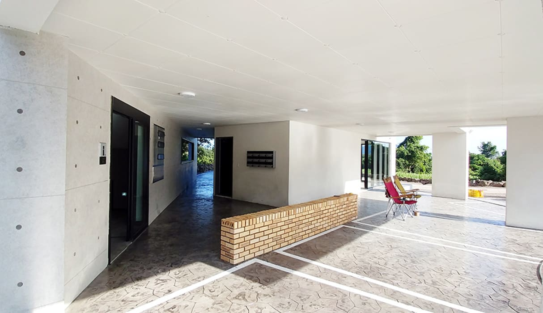 서광리 다가구주택: 건축사사무소 지음의  차고