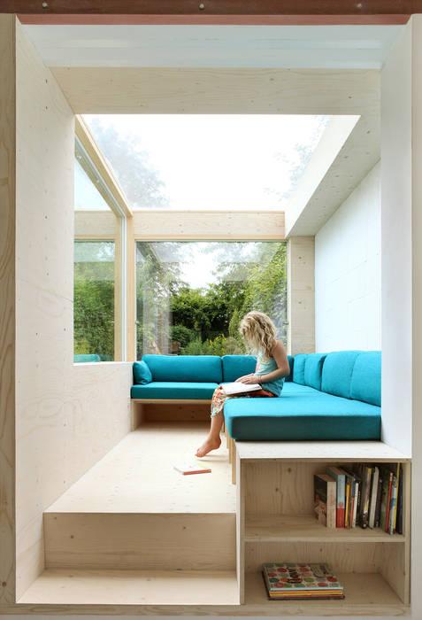 Sofa im Freien:   von AMUNT Architekten in Stuttgart und Aachen