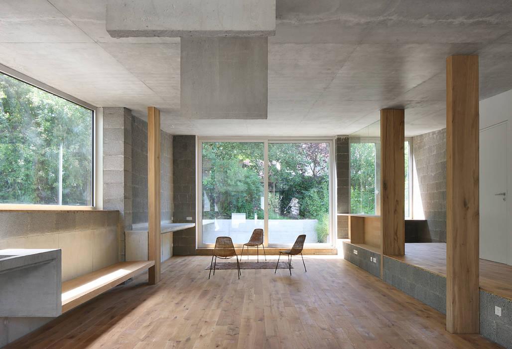 Wohnhalle:   von AMUNT Architekten Martenson und Nagel Theissen BDA