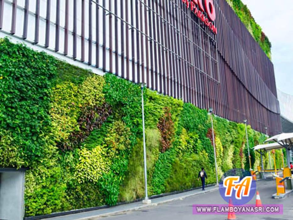 Taman Vertikal Pada Dinding Kantor Bangunan Kantor Modern Oleh Tukang Taman Surabaya - flamboyanasri Modern Besi/Baja
