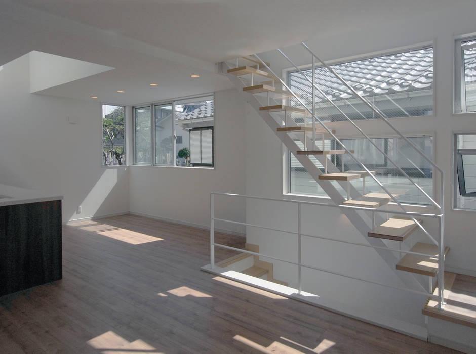 滝沢設計合同会社의  거실, 모던