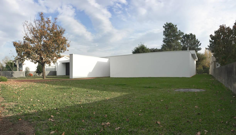 Villa in stile  di Atelier Vyasa