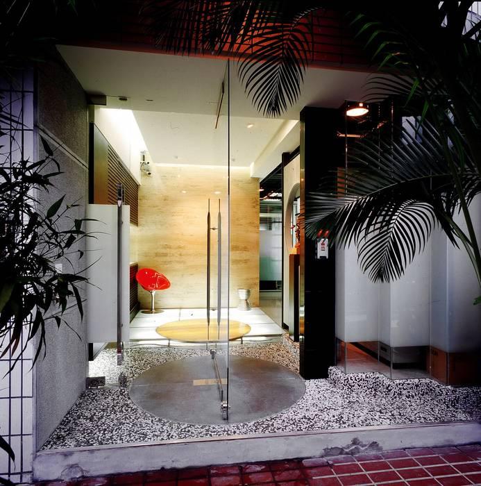 傑亨國際行銷- OFFICE設計:  辦公室&店面 by 京采空間設計,