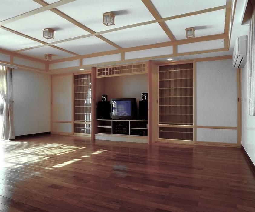 Ruang Multimedia oleh 京采空間設計, Klasik