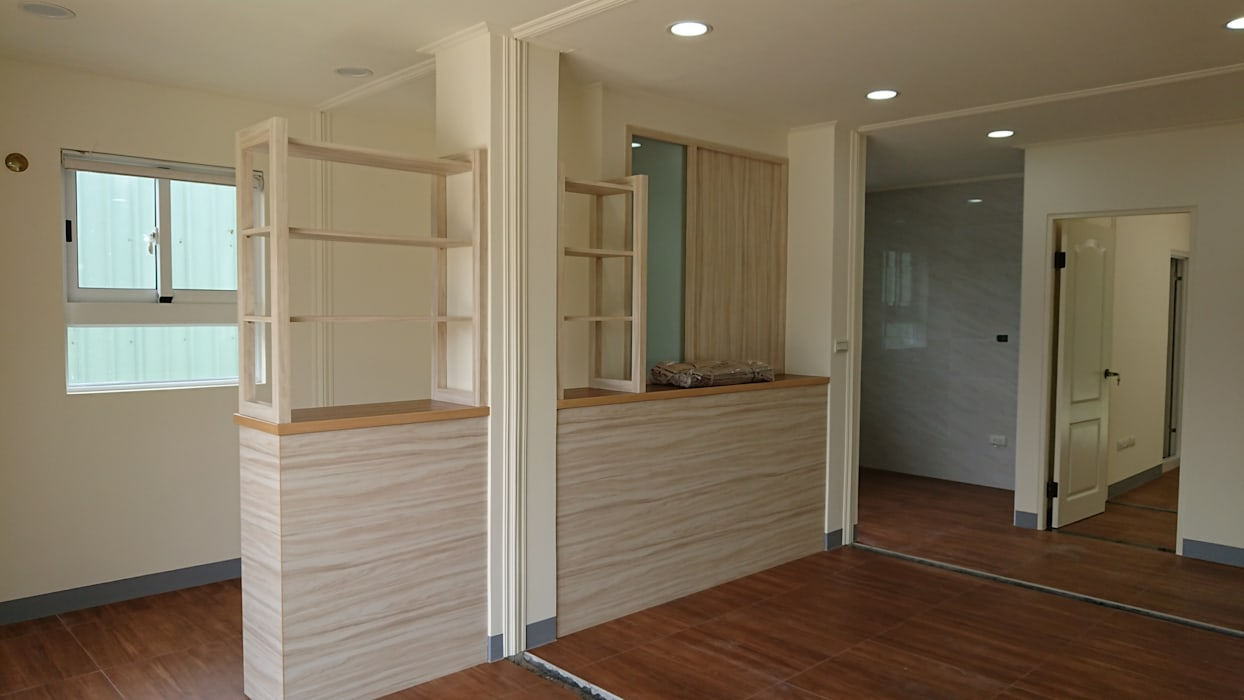 築地岩移動宅 Minimalist living room