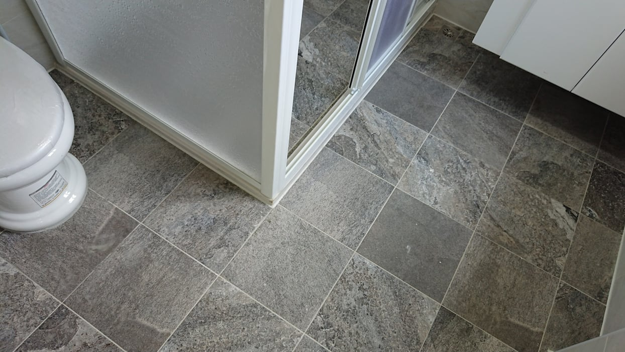 築地岩移動宅 Minimalist bathroom