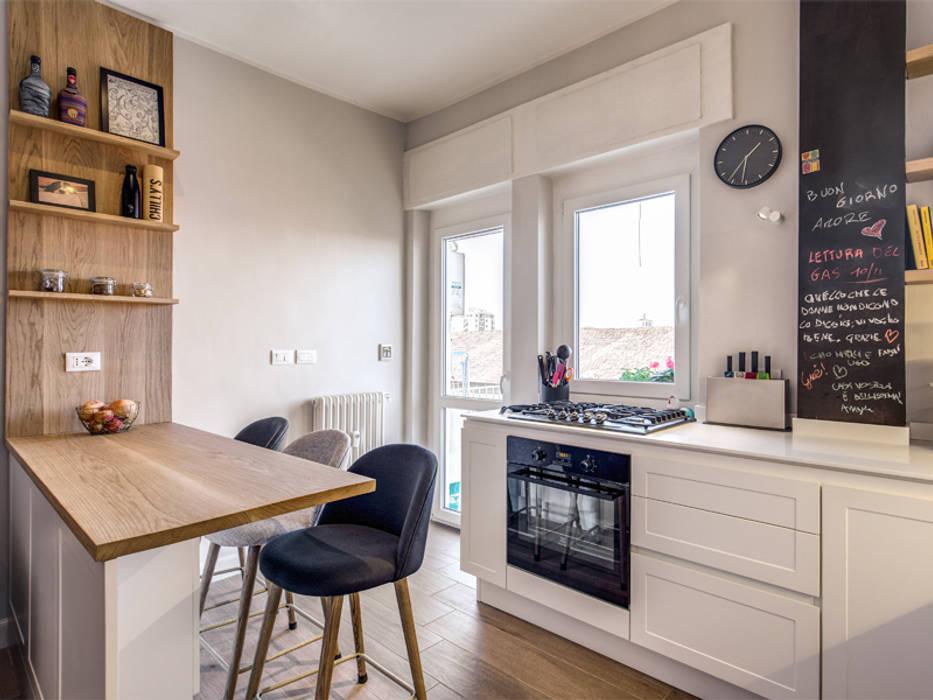 MONTEFALCO: Cucina in stile  di MOB ARCHITECTS